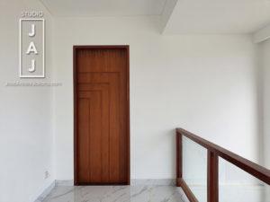 Desain-Villa-dengan-Home-Office-dan-Guest-Area-di-Ubud-Bali-Maater-Bedroom-Door